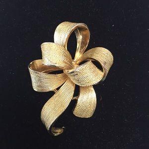 VINTAGE KENNETH JAY LANE 3D GOLD TONE BOW BROOCH